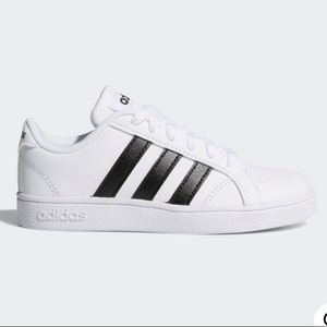 GORGEOUS ADIDAS Kids Unisex Tennis Shoes